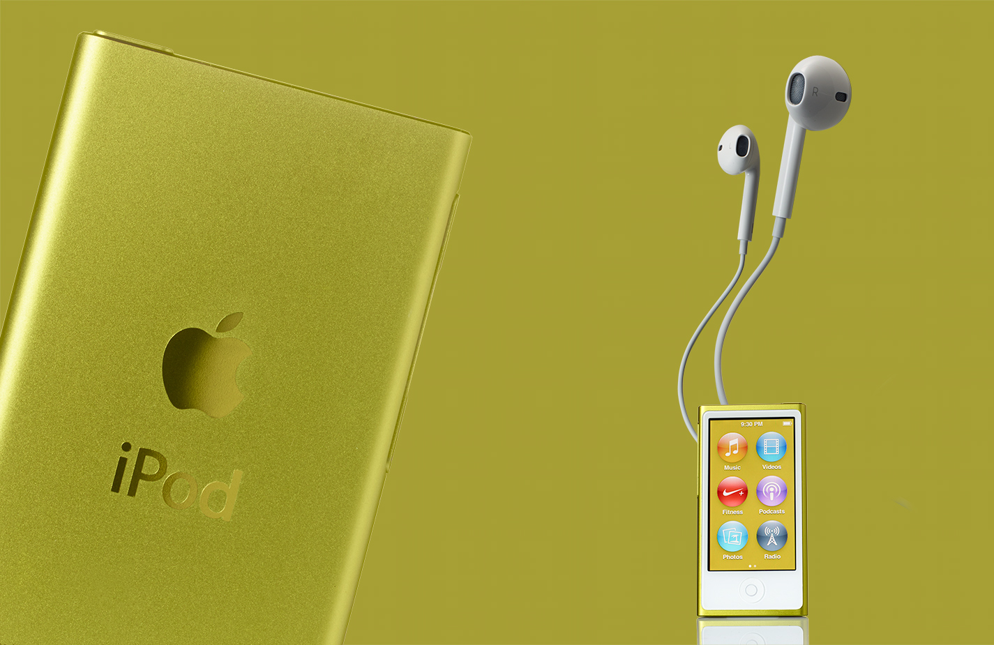 Ipod- Ipod with headphones- Henrique Du Tiel